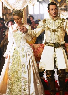 Tudor King & Queen costume - Jane Seymour and Henry VIII Movie Wedding Dresses, Wedding Movies, Event Dresses, Tudor Series, Tv Series, Los Tudor, The Tudors Tv Show, Moda Medieval, Dress Wedding