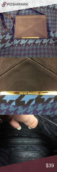 Steve madden black cross body bag w/gold hardware Steve madden black cross body bag with brass hardware in front magnetic snap... Great condition Steve Madden Bags Crossbody Bags