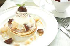 秋限定!【栗と林檎のパンケーキ】 @カフェ風車広島駅ビルアッセ店 別ショット~。栗と林檎のコンポートです。