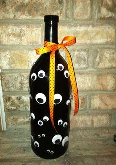 Googly Eye Halloween wine bottle crafts halloween DIY Halloween Wine Bottles for Ghoulish Home Decor Deco Haloween, Fete Halloween, Diy Halloween Decorations, Halloween Crafts, Creepy Halloween, Happy Halloween, Fall Wine Bottles, Halloween Wine Bottles, Painted Wine Bottles