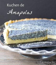 {recipe in English and Spanish} Poppy seed tart, a German kuchen. This will be the talk of your party. Sweet Recipes, Cake Recipes, Dessert Recipes, Desserts, Tortas Light, Poppy Seed Recipes, Chilean Recipes, Chilean Food, Cupcakes