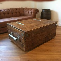 New wooden storage ottoman blankets Ideas Trunk Table, Wood Trunk, Ottoman In Living Room, Living Room Storage, Living Rooms, Reclaimed Wood Coffee Table, Reclaimed Timber, Blanket Box, Blanket Chest