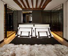 we do design.pl - Lifestyle Interior Design : Paris St Honore Frette signature bed linen, balck and white bed linen, black and white bedding, linge de lit, blanc et noir, biało czarna pościel, Frette, biały, czarny, glamgrass, glass balls, szklane kule, balles en verre