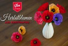 DIY: tolle Krepppapierblumen (Anemonen) für die Herbstdeko basteln. Das Tutorial mit der Vorlage findet Ihr hier: https://www.deko-kitchen.de/diy-tolle-herbstblumen-anemonenmohnblumen-aus-krepppapier/