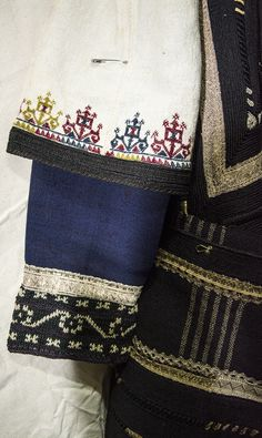 sarakatsana - detail Greek Traditional Dress, Traditional Outfits, Folk Clothing, Historical Clothing, Ancient Greek Costumes, Popular Art, Folk Costume, Fabric Art, Kaftan