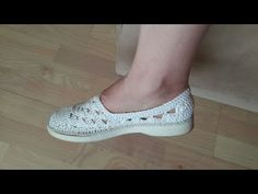 Желтые тапочки//Knitted slippers//zapatillas de punto - YouTube