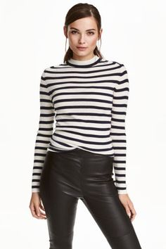 Cashmere jumper: PREMIUM QUALITY. Striped cashmere jumper in a fine rib knit with long sleeves.