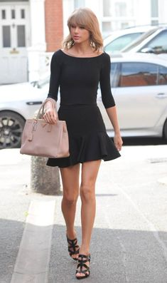 Taylor Swift in a Black Dress Taylor Swift Outfits, Taylor Swift Hot, Taylor Swift Style, Taylor Swift Fashion, Swift 3, Estilo Lady Like, Estilo Fashion, Celebrity Style, Celebrity News