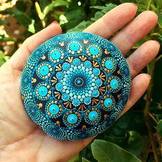 Mandala pintado a mano de piedra