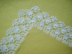 Resultado de imagen para grafico de bico de croche com canto – Harika El işleri-Hobiler Crochet Table Runner Pattern, Crochet Lace Edging, C2c Crochet, Crochet Borders, Crochet Cross, Crochet Trim, Love Crochet, Filet Crochet, Crochet Stitches