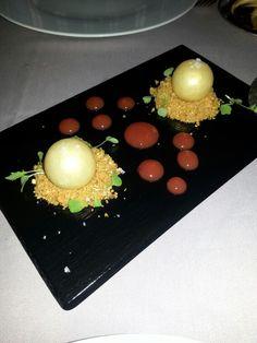 Restaurante Pedro Larumbe.  Madrid. Las esferas de chocolate blanco y el Foie para llorar. Recomendable también sus croquetas de rabo de toro.. buenísimas.