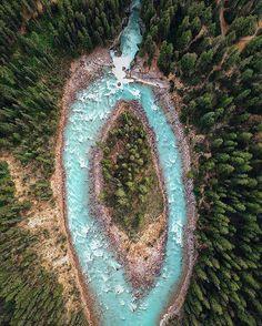 Sunwapta Falls in Canada 🌳💦 Via @deftony83