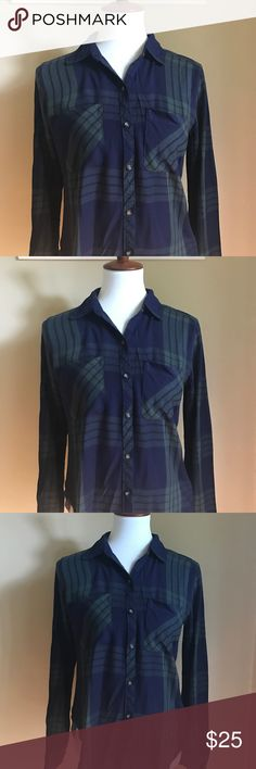 BOGO 💕 Abercrombie & Fitch Green + navy flannel. Perfect for winter. Super soft and great condition. Pair it with a skirt and some tights for a great look. The perfect flannel Abercrombie & Fitch Tops Button Down Shirts