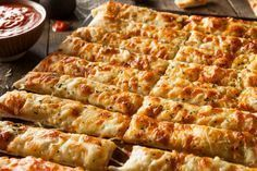 This is a delicious bread stick-like recipe. Cheesy Bread Sticks are perfect for serving with soup or salad or as a snack served with marinara sauce for dipping. Cauliflower Breadsticks, Cheesy Breadsticks, Vegetarian Recipes, Cooking Recipes, Easy Recipes, Queso Mozzarella, Cheesy Garlic Bread, Romanian Food, Easy Meals