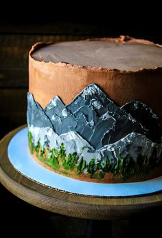 Cakes with mountains, rustic chocolate cakes, mountain scene on cake, forest cake, woodland cake Pretty Cakes, Cute Cakes, Beautiful Cakes, Amazing Cakes, Beautiful Cake Designs, Chocolate Mountains, Just Desserts, Dessert Recipes, Mountain Cake