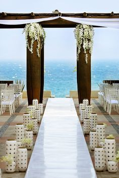 This wedding alter is way too beautiful and perfect for any destination wedding. Do not miss out on these 15 Destination Wedding Hacks You Can't Afford to Pass Up