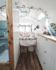 25 Brilliant Picture of Great Alluring Camper Van Remodel Ideas. The Sprinter van is best concerning price and engine, and the interior is invented in an outstanding approach to build upon. The Sprinter van also wil. Bus Living, Tiny House Living, Bus Life, Camper Life, School Bus Tiny House, School Bus Camper, Kombi Home, Van Interior, Airstream Interior