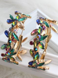 Bunte Creolen Romantic Dinners, Designer Dresses, Jewerly, Indian, Amazing, Beauty, Neck Chain, Wristlets, Designer Gowns