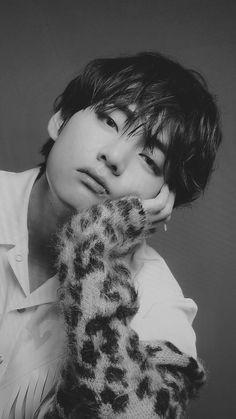 Kpop, Taehyung Photoshoot, V Bts Wallpaper, Kim Taehyung, Taehyung Fanart, Bts Aesthetic Pictures, Bts Drawings, Album Bts, Daegu