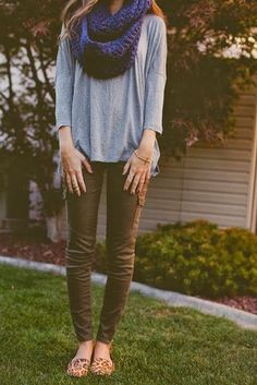 Women's Fashion navy blue infinity scarf + gray tee + army green pants + cheetah print shoes = Love -- not sure about tightness of pants or print on shoes, but love the loafers Estilo Fashion, Look Fashion, Girl Fashion, Womens Fashion, Fashion News, Runway Fashion, Fashion Outfits, Fashion Trends, Fall Winter Outfits