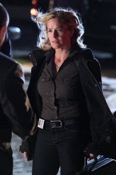 Still of Elisabeth Shue in CSI: Crime Scene Investigation (2000)