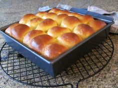 These yummy sweet potato rolls are easy to prepare in the bread machine, then you just shape, arrange in a baking pan, and pop them in the oven. Sweet Potato Rolls, Sweet Potato Bread, Bread Machine Rolls, Honey Buttermilk Bread, Bread Maker Recipes, Pizza Recipes, Potato Recipes, Herb Bread, Homemade Dinner Rolls