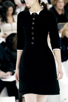Haute couture, high fashion, fashion editorials, runway details, all fabulous looks in black! For more visit Inspiration by Color Chanel Fashion, High Fashion, Womens Fashion, Fashion Photo, Chanel Couture, Mode Vintage, Grunge Style, Looks Style, Mode Inspiration