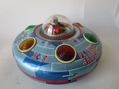 """Battery operated 'Flying Saucer X-7' MASUDAYA, 1960's. This is an """"exclusive"""" version of the Space Explorer Ship X-7 released by Rethel in the 1960s. It differs in that the wording has been altered to FLYING SAUCER X-7. #MiddelburgsVeilinghuis"""