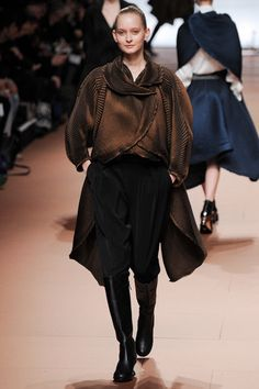 Issey Miyake Fall 2014 Ready-to-Wear Collection Slideshow on Style.com
