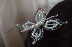 Mariposa en forma de tembleque con púrpura perlas por LolaHoney21