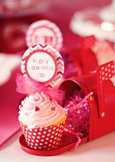 Cute cupcake toppers for Valentine's Day
