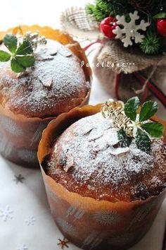真っ赤なイチゴのパネトーネ。 Muffin, Pudding, Breakfast, Desserts, Recipes, Food, Happy, Morning Coffee, Tailgate Desserts
