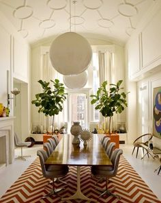 Jonathan Adler's NYC dining room with its fab vintage George Nelson table...