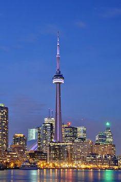 CN tower Architect John Andrews  Canada Toronto