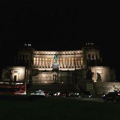 Instagram【nrm1904】さんの写真をピンしています。 《#piazzavenezia#rome#roma#night#travel#italy#ローマ#夜景#ヴィットリオエマヌエーレ2世記念堂#vittoriano#beautiful#travel#旅行》