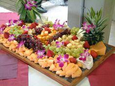Super fruit tray ideas for wedding receptions party platters 36 ideas Party Platters, Party Trays, Party Buffet, Cheese Platters, Deco Fruit, Fruit Buffet, Fruit Trays, Fruit Kabobs, Fruit Arrangements