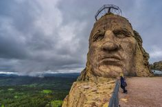 Mount Rushmore and the Crazy Horse Memorial are two of the most iconic monuments of the United States and are located in the Black Hills of South Dakota. South Dakota Vacation, South Dakota Travel, North Dakota, North America, Wyoming, Nebraska, Iowa, Places To Travel, Places To See