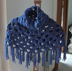 creativeyarn: Cowl neck fringed capelet