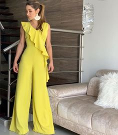 ENTERIZO DISPONIBLE  información sólo x el WhatsApp  3104378541 Yellow Fashion, Retro Fashion, Girl Fashion, Fashion Dresses, Summer Outfits Women, Short Outfits, Girl Outfits, Slacks For Women, Clothes For Women