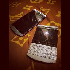 #inst10 #ReGram @alvinrifani: Duo Porsche #porsche #porschedesign #blackberry #p9981 #p9982 #BlackBerryClubs #BlackBerryPhotos #BBer #BlackBerryP9982 #Luxury #LuxuryPhone