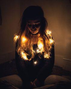 Most Popular Dark Winter Photography Ideas Self Portrait Photography, Portrait Photography Poses, Photography Poses Women, Tumblr Photography, Creative Photography, Photography Ideas, Fairy Light Photography, Winter Photography, Creative Photoshoot Ideas