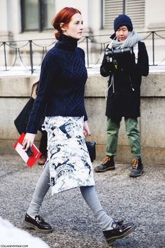 Taylor Tomasi Hill in New York City. London Fashion Weeks, Fashion Week Paris, New York Fashion Week Street Style, Autumn Street Style, Taylor Tomasi, Skirt Fashion, Love Fashion, Trendy Fashion, Winter Fashion