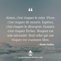 """""""Aimer, c'est risquer le rejet. Vivre, c'est risquer de mourir. Espérer, c'est risquer le désespoir. Essayer, c'est risquer l'échec. Risquer est une nécessité. Seul celui qui ose risquer est vraiment libre."""" - [Paulo Coelho] Positive Vibes, Positive Quotes, Motivational Quotes, Inspirational Quotes, Vie Positive, Rejet, Encouragement, Good Sentences, Proverbs Quotes"""