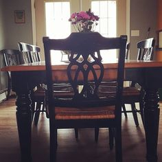 Read all about our Rustic Kitchen Table Refinish project where we used stain, paint, and finish to revive a used kitchen table. Diy Dining Room Table, Rustic Kitchen Tables, Dining Room Sets, Dining Room Furniture, Dining Chairs, Oak Cupboard, Modern Drawers, Wooden Table Top