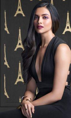 Bollywood Actress Deepika Padukone Antic Pictures and Photos Bollywood Actress Hot Photos, Bollywood Girls, Beautiful Bollywood Actress, Most Beautiful Indian Actress, Beautiful Actresses, Bollywood Style, Indian Celebrities, Bollywood Celebrities, Dipika Padukone