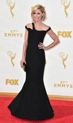 Las tendencias 'ganadoras' de los Emmy - Julie Bowen, espectacular con un vestido sirena en negro con cut-outs en los hombros de Georges Chakra Couture.