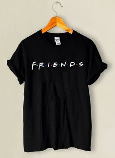 Camiseta Friends – Entrega para todo o Brasil - Klamotten - Cute Comfy Outfits, Casual Outfits, Fashion Outfits, Shirt Print Design, Shirt Designs, Lange T-shirts, Friend Outfits, Personalized T Shirts, Cool T Shirts