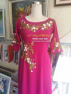 nhận thêu ruy băng số lượng lớn , thêu ruy băng trên trang phục, thêu ruy băng trên váy, thêu ruy băng trên đầm, thêu ruy băng trên túi xách...LH : 0905422456 Hand Embroidery Videos, Embroidery On Clothes, Shirt Embroidery, Embroidery Fashion, Embroidery Designs, Ribbon Embroidery Tutorial, Silk Ribbon Embroidery, Mode Hijab, Ao Dai