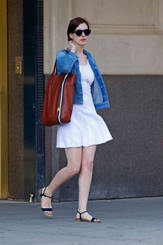 Anne Hathaway knows that the perfect compliment to a summer dress is a denim jacket.