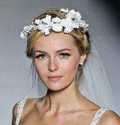 La couronne de fleurs du défilé Pronovias
